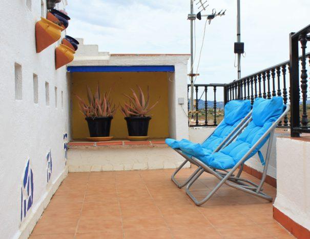 Dakterras Casa Sonrisa met ligstoelen